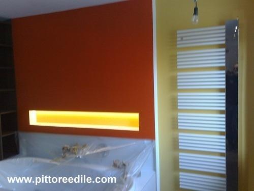 Tinteggiatura a smalto murale all 39 acqua pareti bagno - Smalto per pareti bagno ...
