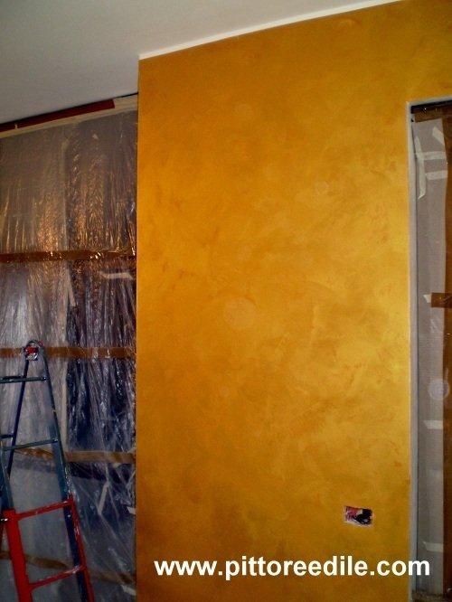 Decorazioni effetti metallici pittura dorata effetto oro - Pittura decorativa pareti ...