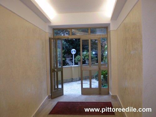 Decorazione pareti a marmorino di calce cerato androne - Decorazioni per scale interne ...