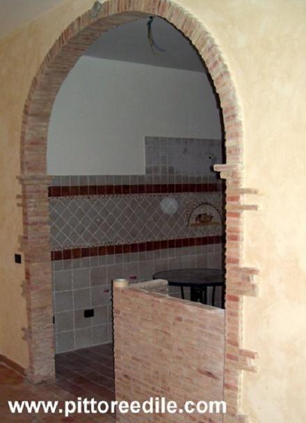 Colonne archi camini ecc foto elementi decorativi for Elementi divisori per interni