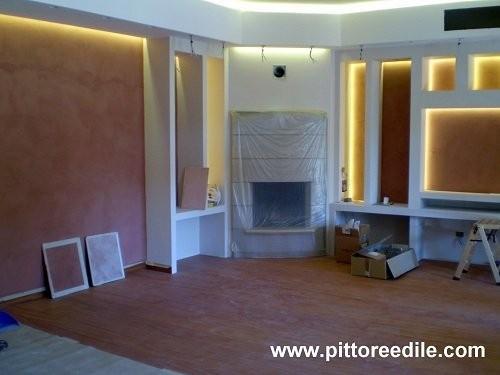Nicchie in cartongesso e parete tv salone stucco for Pareti salone